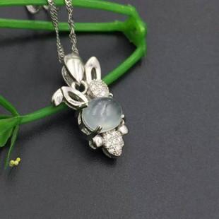 925银镶嵌翡翠吊坠 冰种蛋面 小白兔生肖小动物款 女式女款时尚款