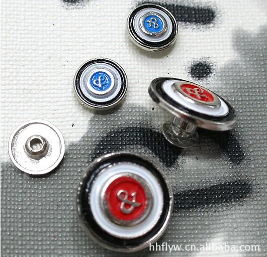 供应合金工字扣,撞钉,亚克力纽扣,四合扣,大衣扣,金属纽扣
