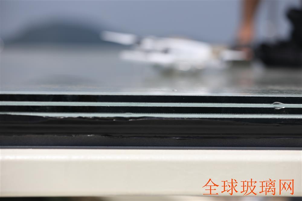 湖北阳新县天空之城玻璃平台每块玻璃4.5cm